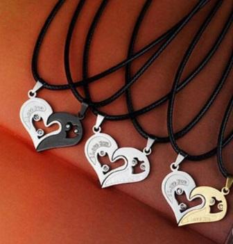 Кулоны парные Две половинки сердца на шнурке