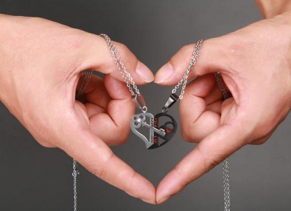 Для влюбленных кулоны парные Ключ в сердце The black