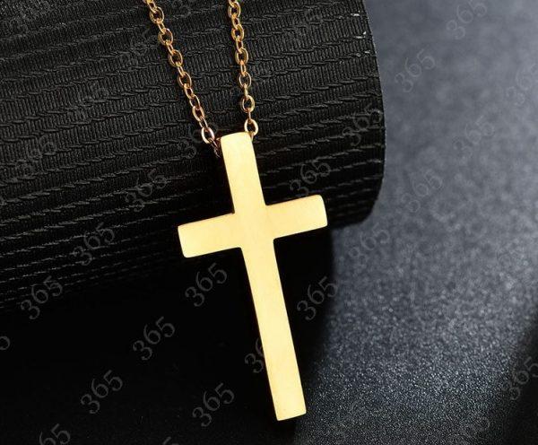 Крест золотистый из нержавеющей стали.