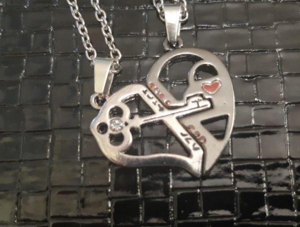 Кулоны для влюбленных парные Ключ в сердце черный
