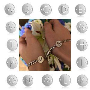 Парные браслеты с магнитом и жетоном с буквой