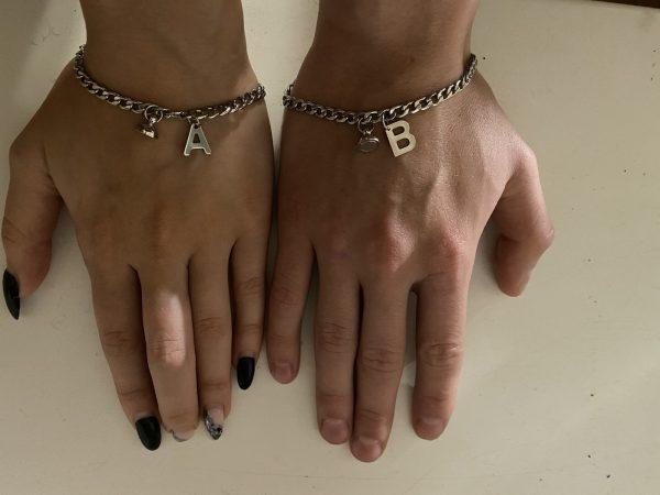 Парные браслеты с магнитом и инициалами