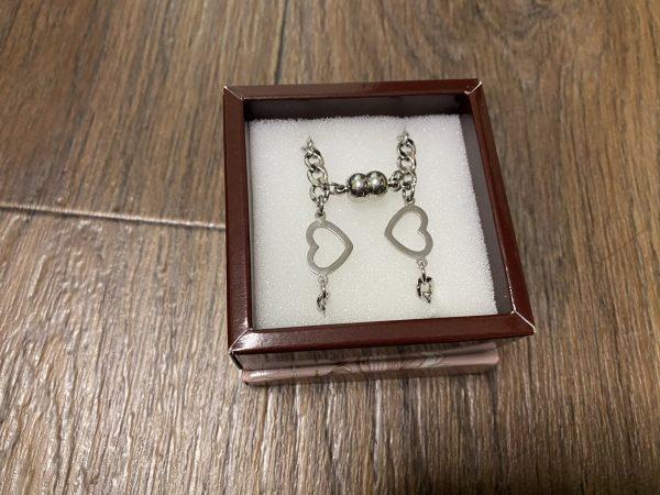 Парные браслеты с магнитами и амулетами Сердечками